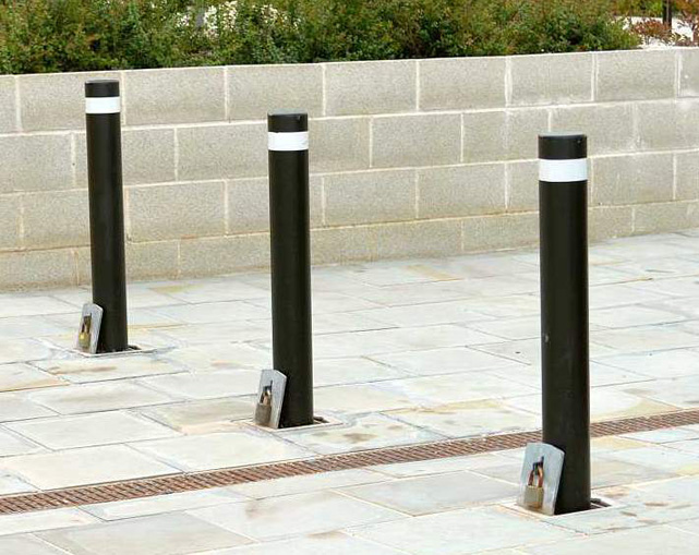 Heavy duty pull out bollards stpke